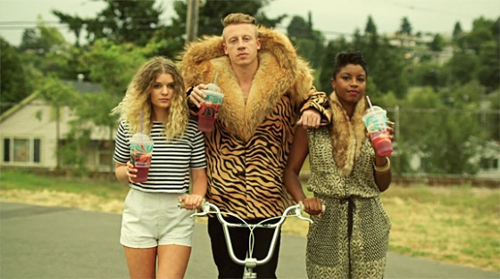 macklemore-ryan-lewis-thrift-shop-4