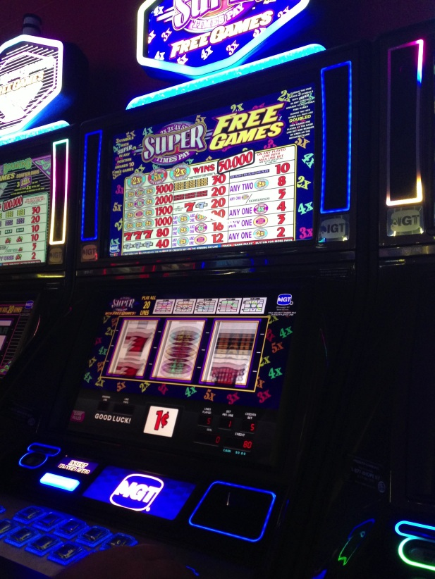 Under the Oaks blog: Canada : Niagara Falls + Niagara on the Lake #slots #casino
