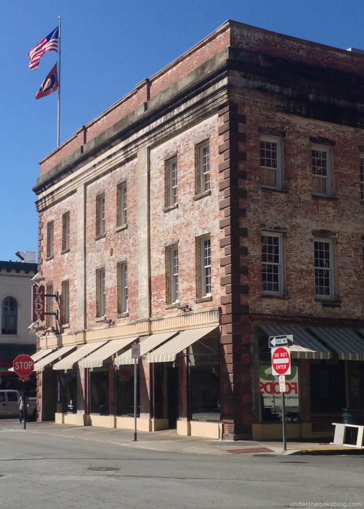 Under the Oaks blog: Beginner's Guide to Savannah #travel #ladyandsons #pauladeen